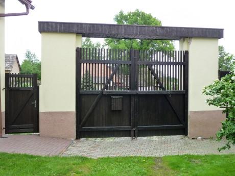 Brána vjezdová